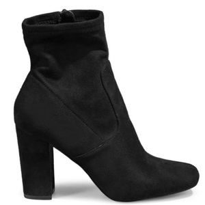 NWT Steve Madden Pattie Heeled Booties in Black